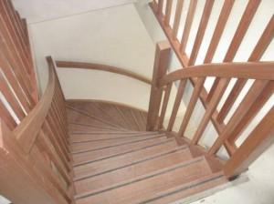Steek met kwart trap timmer en trappenbedrijf van kooten for Trap eisen